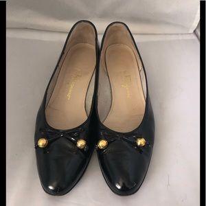 Salvatore Ferragamo patent leather bow flat 7.5
